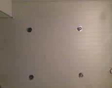 Kylpyhuoneen katon panelointi